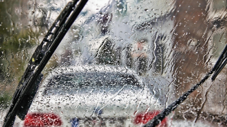 Дождь и лобовое стекло