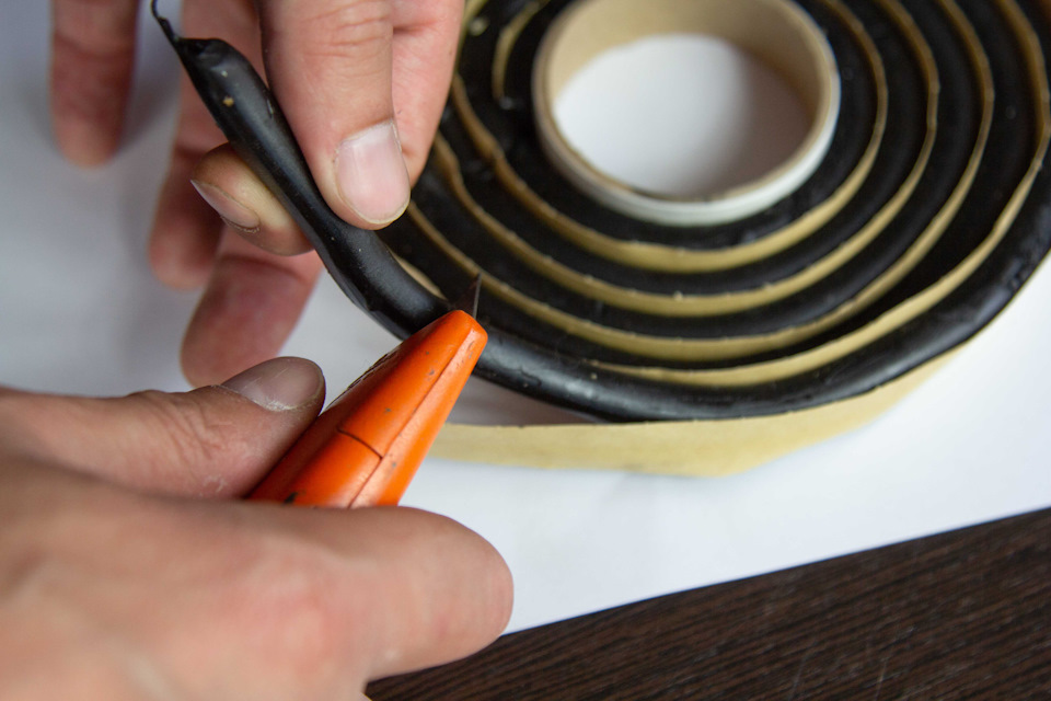 Отрезание герметика-шнура