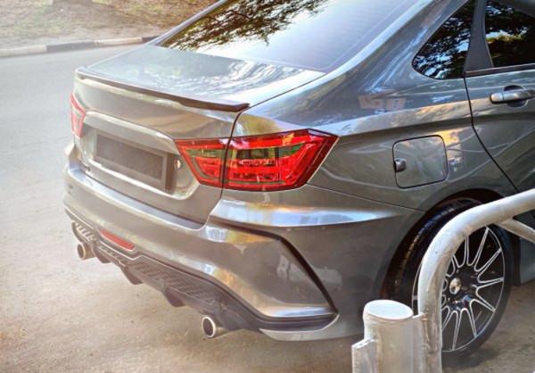 Стильный обвес на Lada Vesta