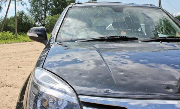 Автомобиль, побитый градом
