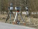 Камеры-треноги возле дороги