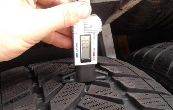 Замер глубины рисунка протектора шины