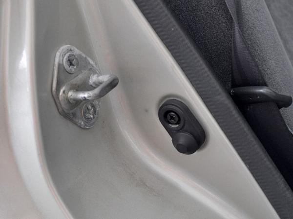 Петля двери авто