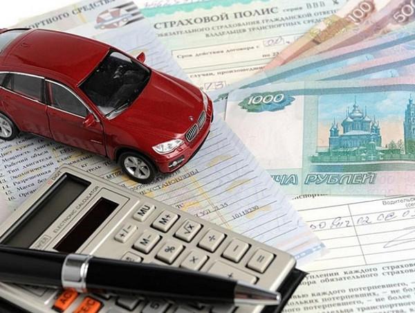 Авто, страховой полис, калькулятор, деньги