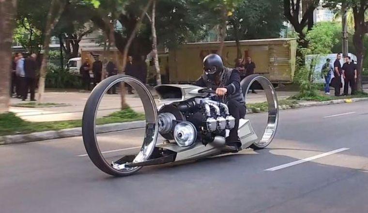 Мотоцикл с 36-дюймовыми полыми колесами