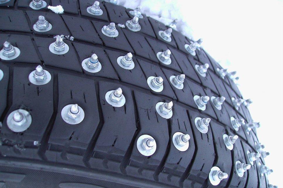 Новая зимняя шина с шипами