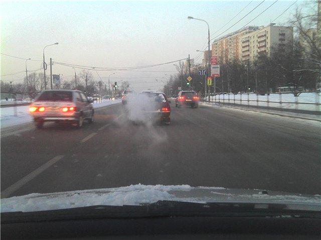 Машины на дороге зимой