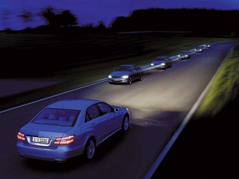 Автомобили на вечерней трассе