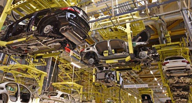 Соединение кузова, шасси, двигателя на заводе