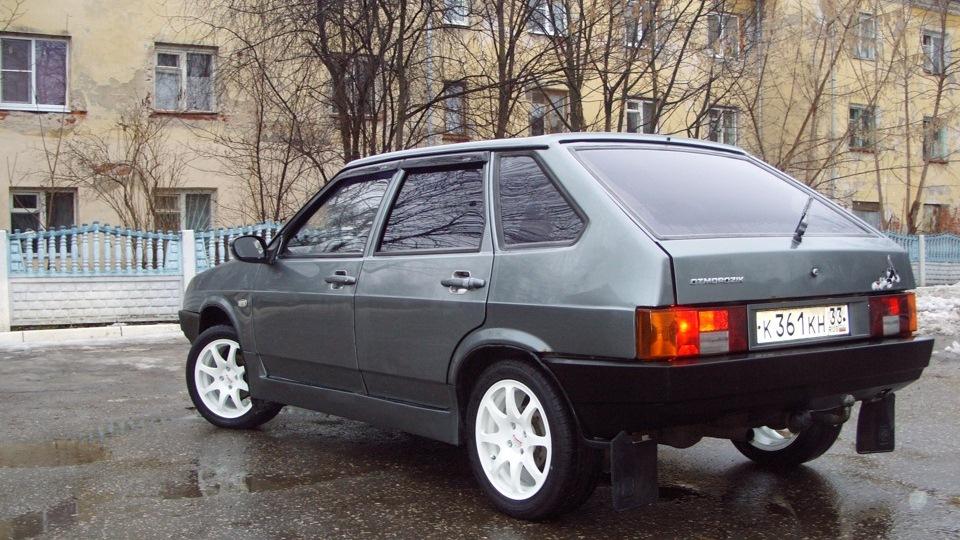 Серый ВАЗ-2109