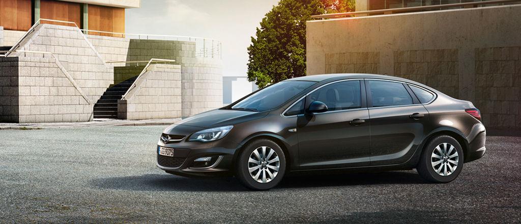 Черный Opel Astra
