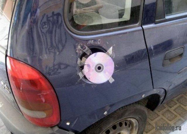Вместо крышки бензобака CD-диск