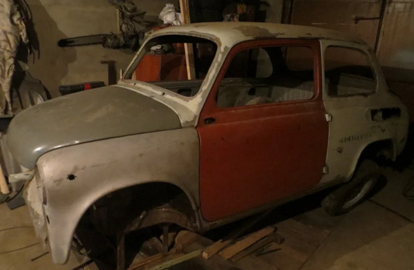 Запорожец без стекол в гараже