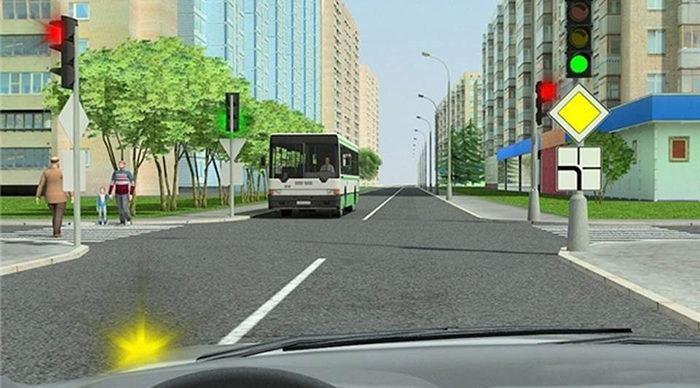 Автобус на перекрестке и светофор