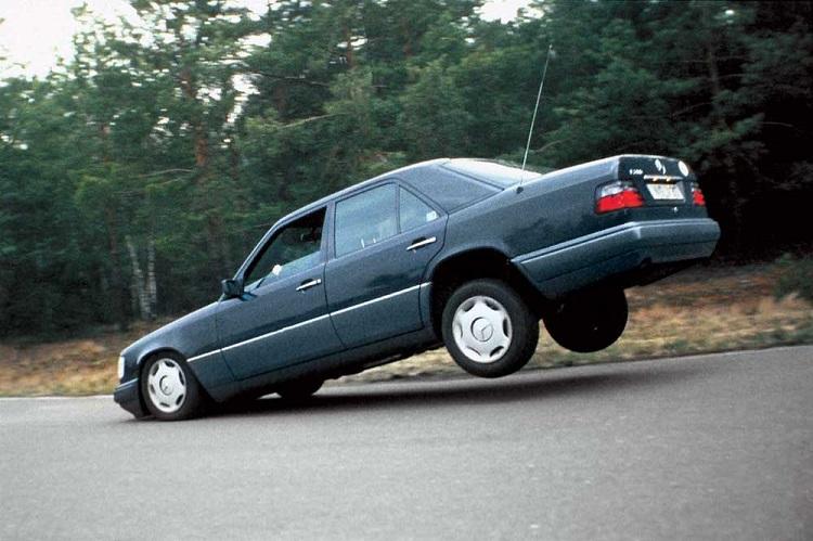 Машина тормозит на передних колесах