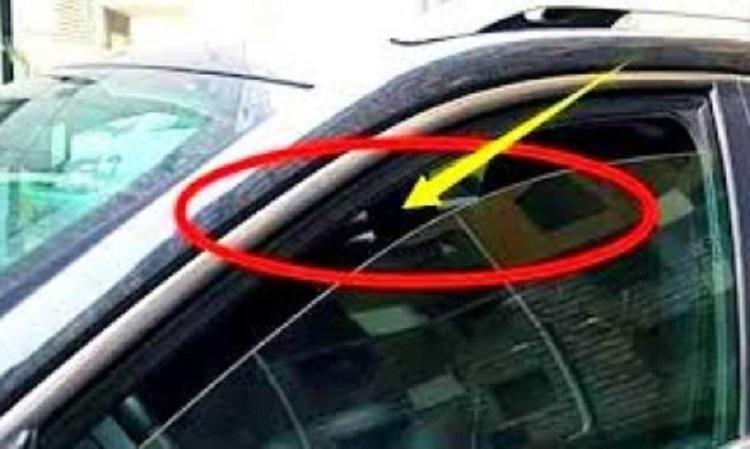 Приоткрытое окно авто
