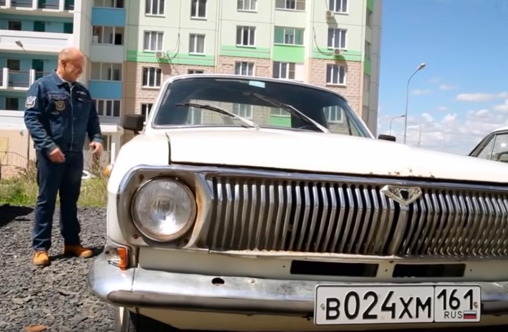 Старый пикап ГАЗ-24