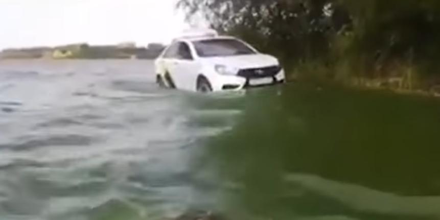 Такси в реке