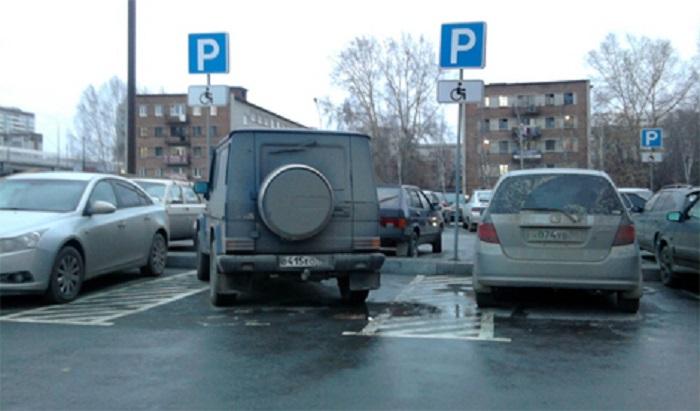 Парковка во дворе дома