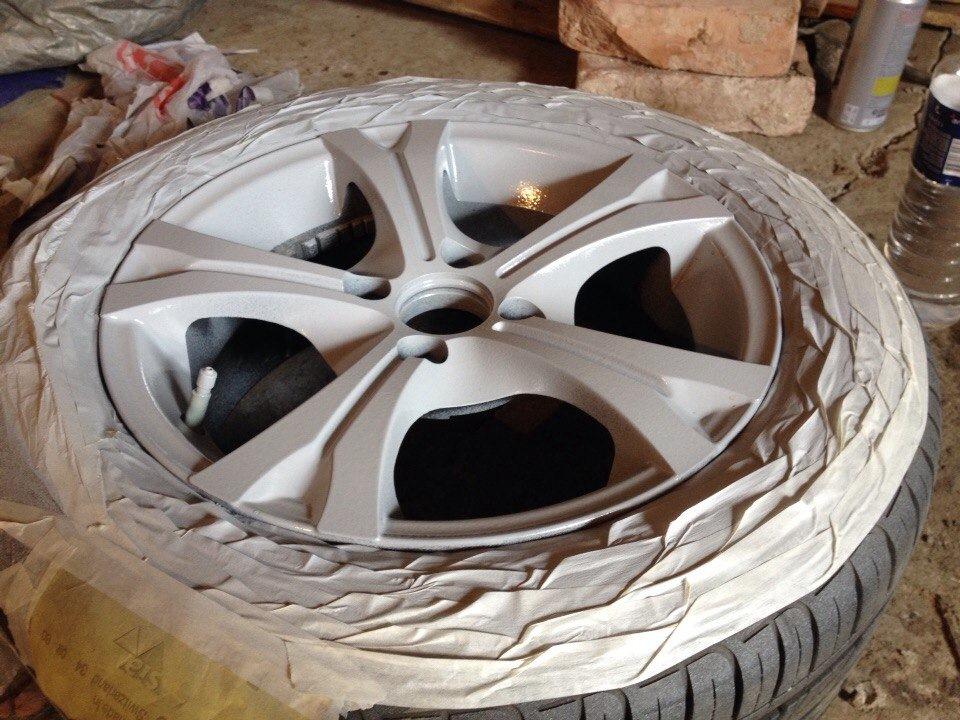 Заклеенная скотчем шина и зашпаклеванный диск