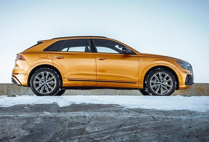 Оранжевый Audi Q8