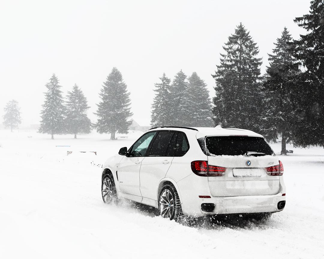 BMW X5 на снегу