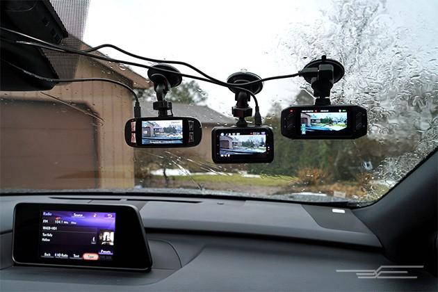 Три видеорегистратора на лобовом стекле