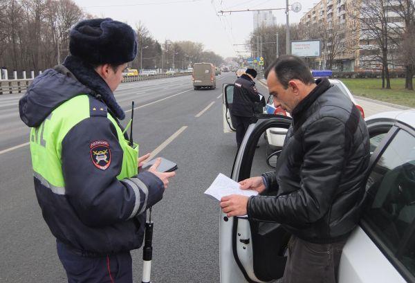 Инспектор ДПС остановил водителя
