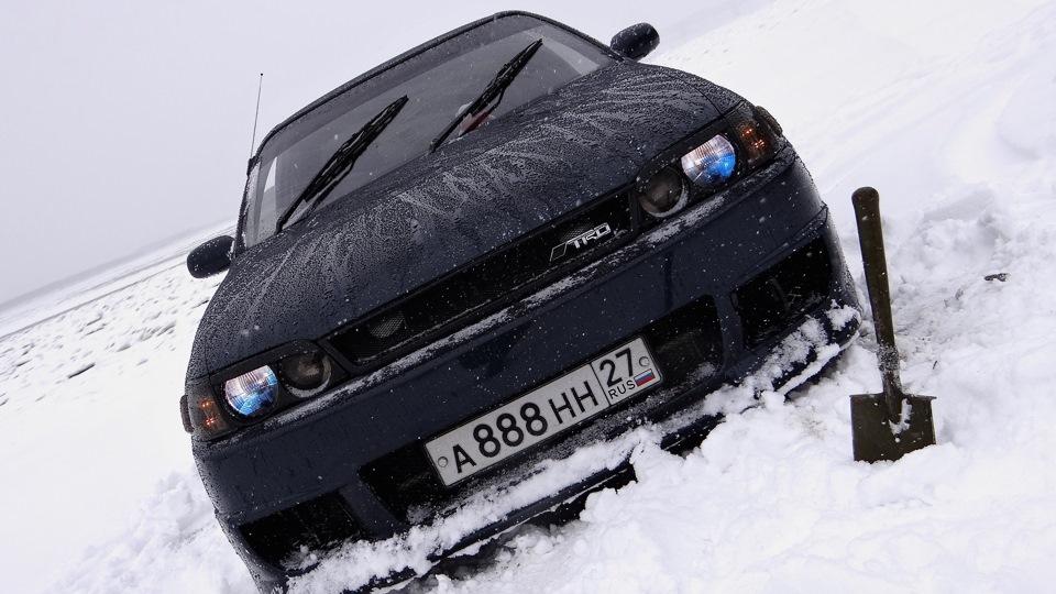 Toyota Corona на снегу