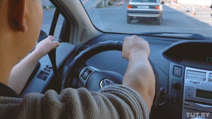 Правая рука на руле