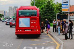 Автобус на остановке в кармане