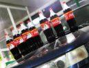 Кока-кола на капоте авто