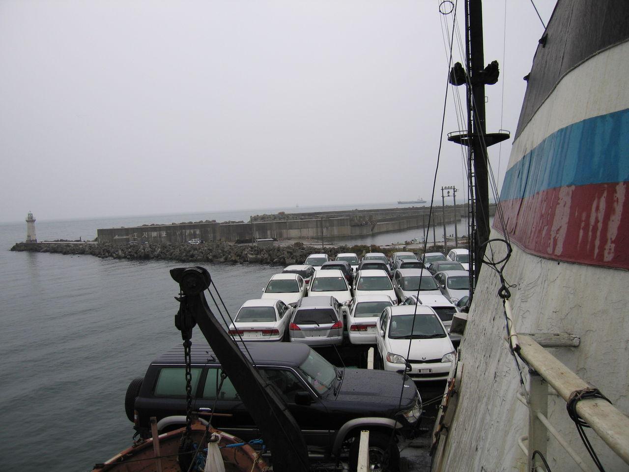 Погрузка автомобилей в порту