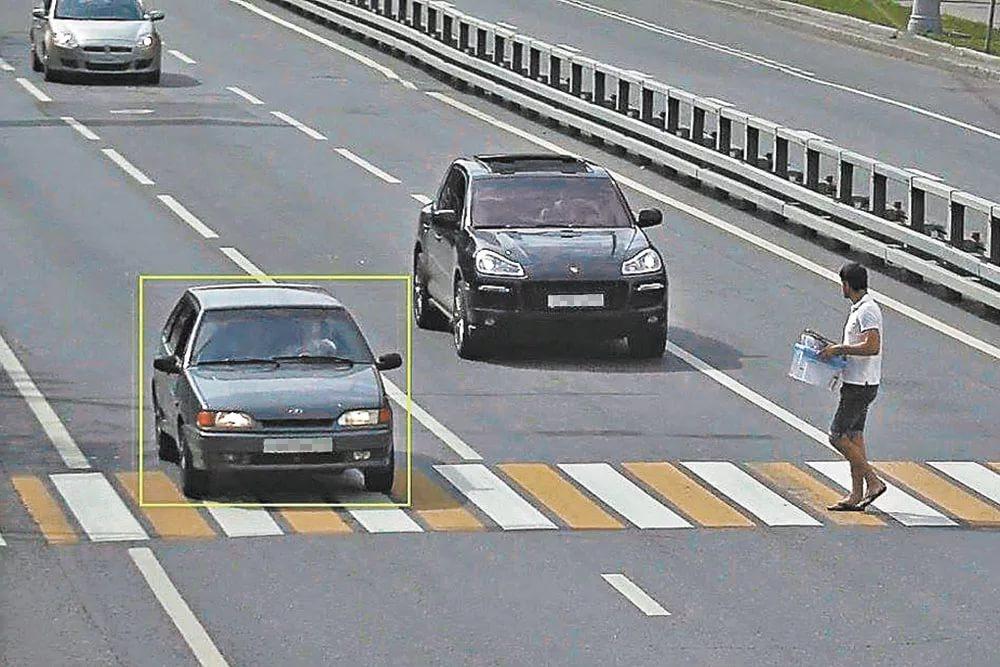Автомобиль на зебре