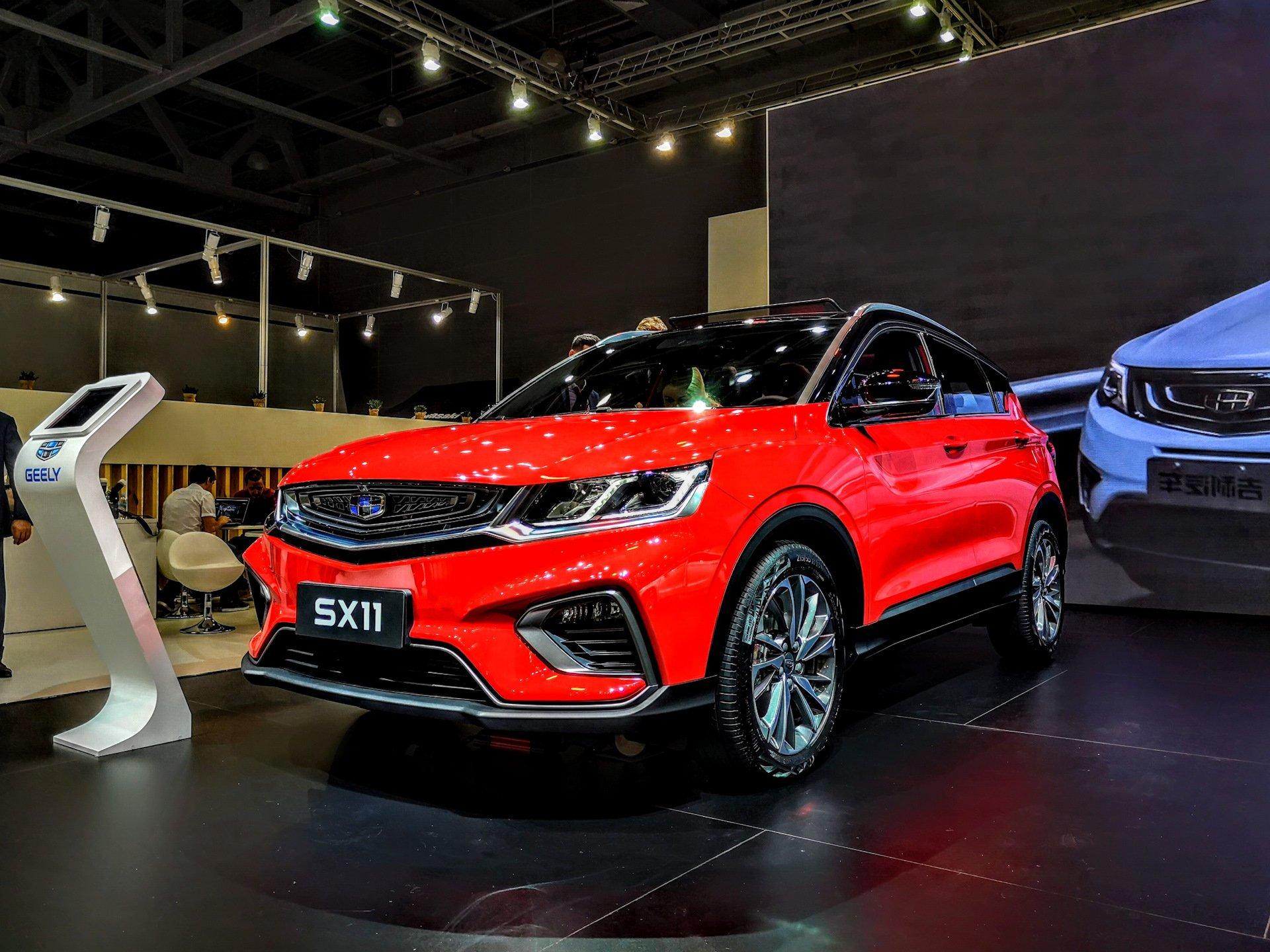 Красная Geely SX11