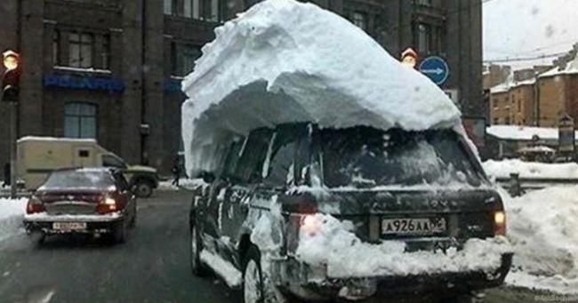 Сугроб на крыше авто