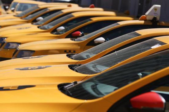 Ряд желтых такси