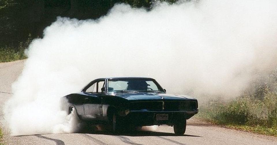 Машина в дыму