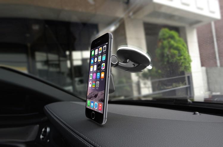 Телефон с держателем в авто