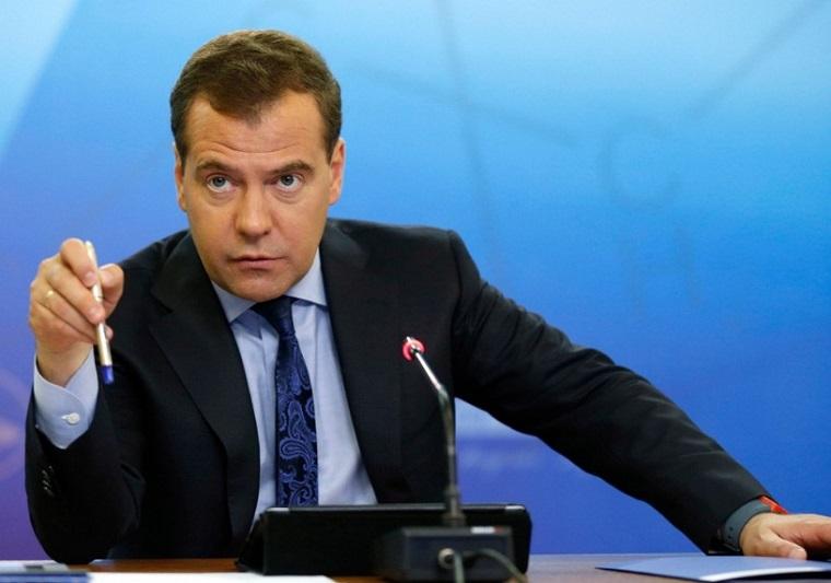 Дмитрий Медведев и микрофон