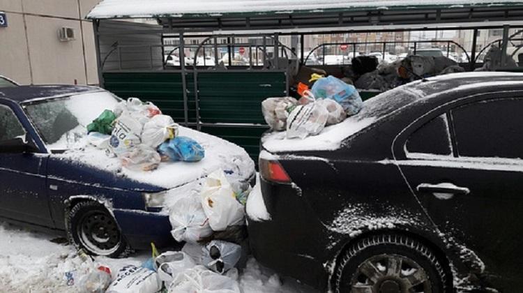 Машины с мусорными пакетами