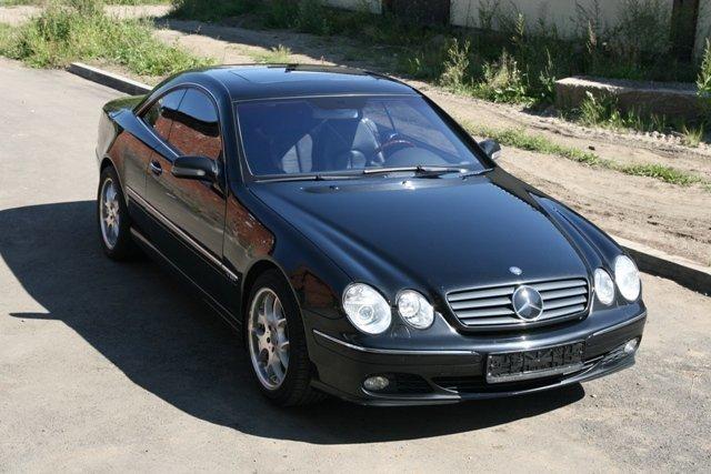 Черный Mercedes C-класса