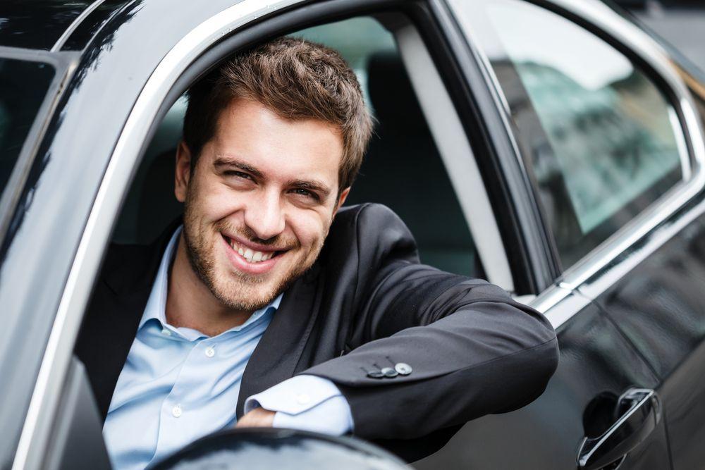 Водитель улыбается