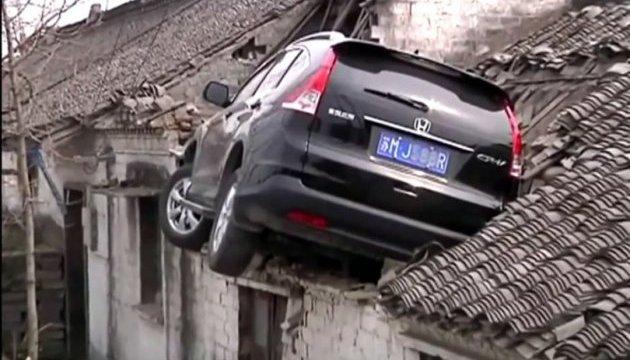 Авто на крыше в Китае