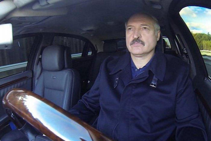 Президент Лукашенко в авто