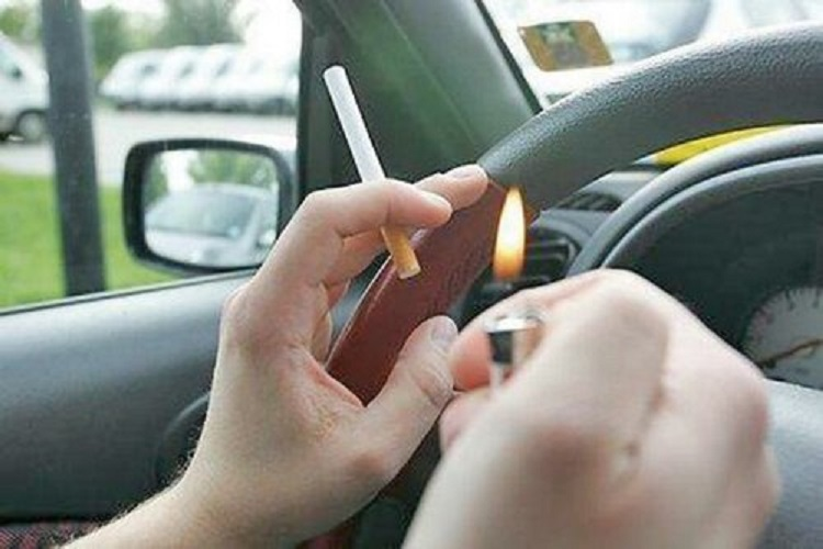 Сигарета за рулем авто