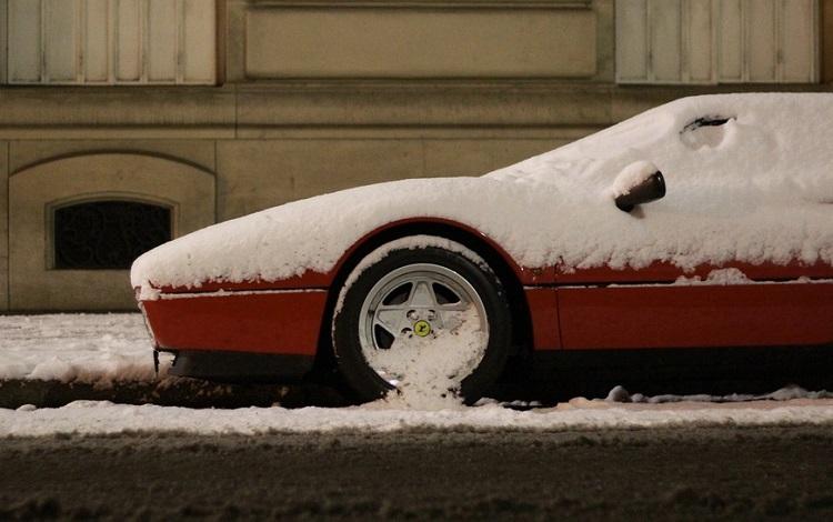 Феррари в снегу