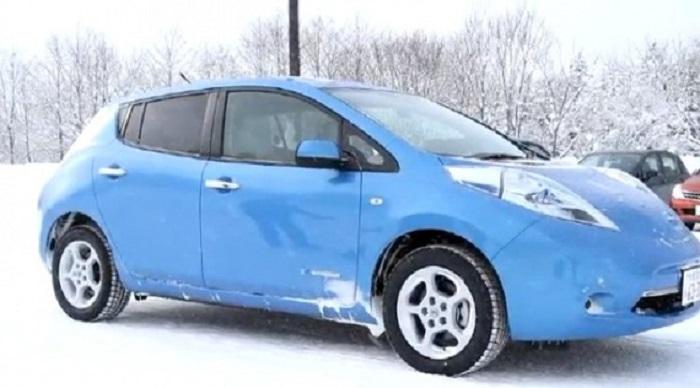 Электромобиль в снегу