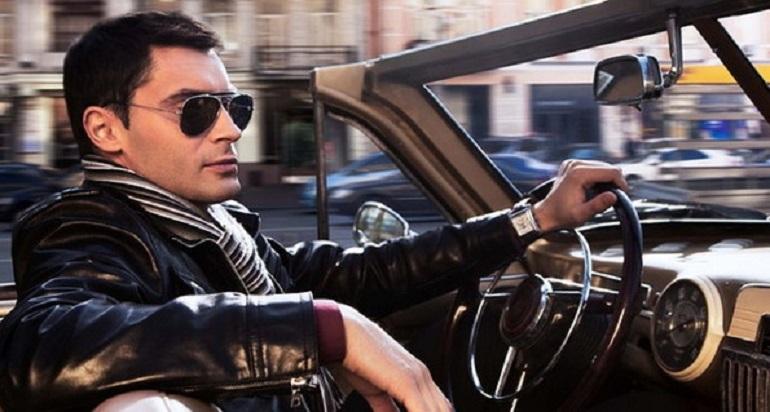 Водитель в очках-антифарах