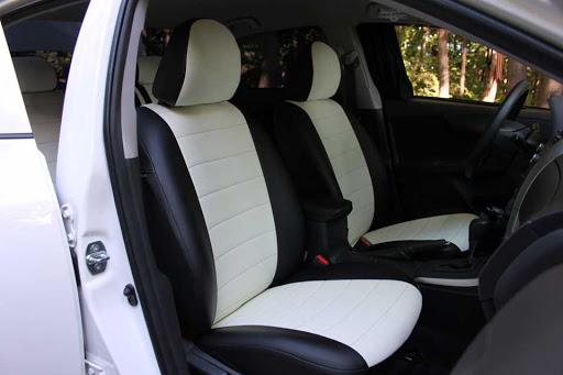 Чехлы черно-белые в авто